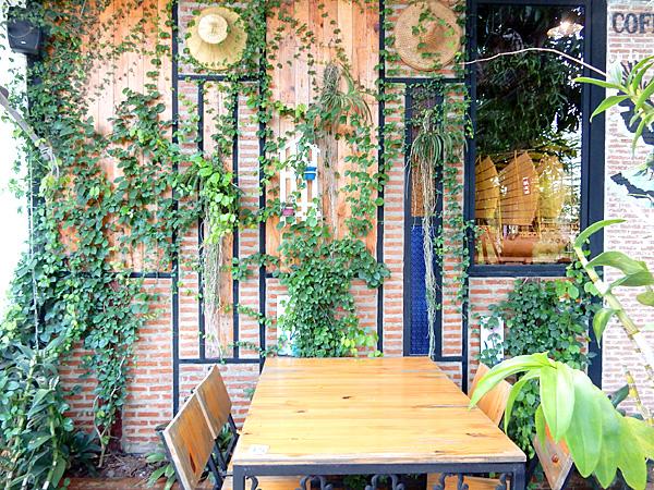 コーヒー・イン・ザ・ガーデン カオヤイの少しヒッピー風カフェ