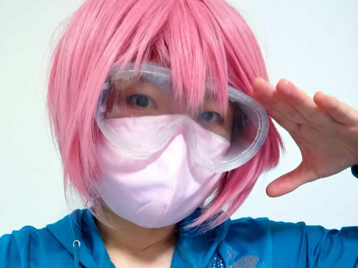 外へ出る時は、マスク+花粉症対策メガネで出かけています