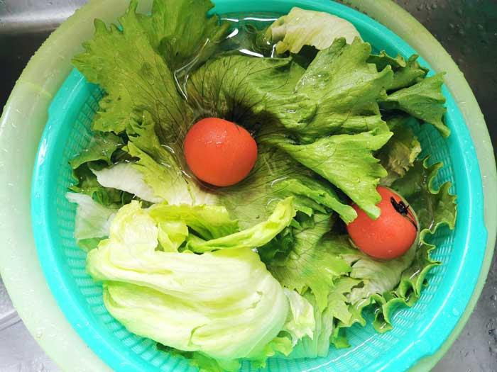 野菜を重曹で洗う