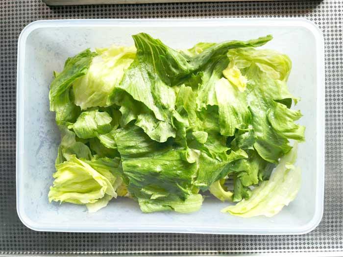 野菜をタッパーに