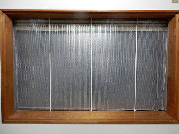 防寒対策!プチプチを窓に貼って冷気をシャットアウト