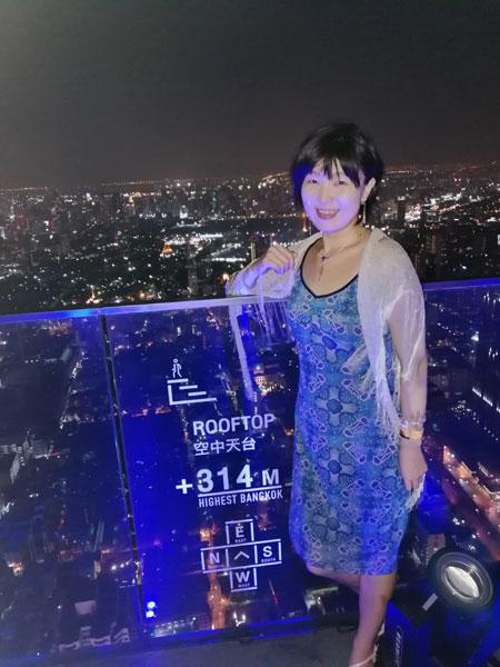 314m、タイで一番高いビル、「マハナコン」のパーティで展望台へ