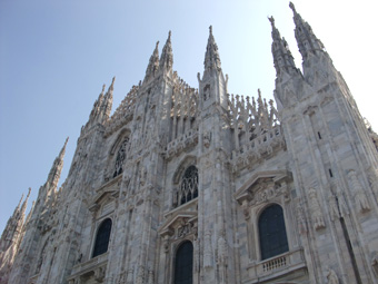 ミラノのドゥオモの外観をじっくり観察