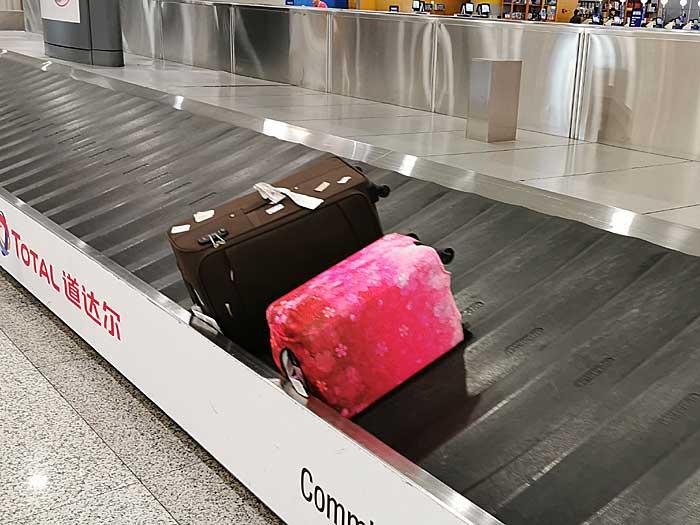 ベルトコンベアーからスーツケース