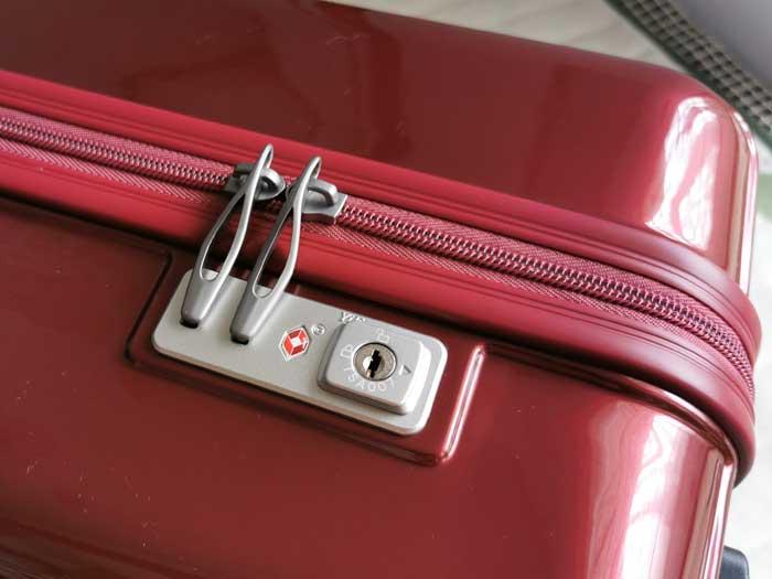 スーツケースのロック