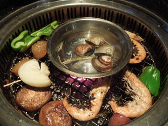 台北で免許証の中国語翻訳ゲット、焼肉を食べてオシャレ公園散歩