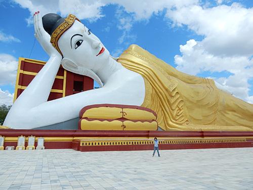 モンユワ観光 タウンボッデー寺院、ボディタタウンの巨大仏像