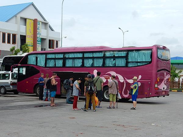バガンからインレー湖へバスで移動