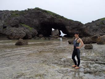 天気が悪くて青の洞窟に行けず、岩場、小島散策
